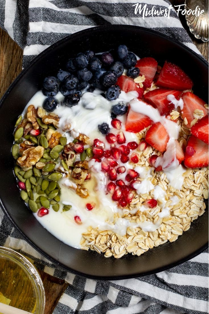 Easy Meal Prep Oatmeal Bowl -- This quick and easy meal prep oatmeal is perfect for those who don't like the mushy texture of traditional oatmeal! Healthy, hearty and simple.