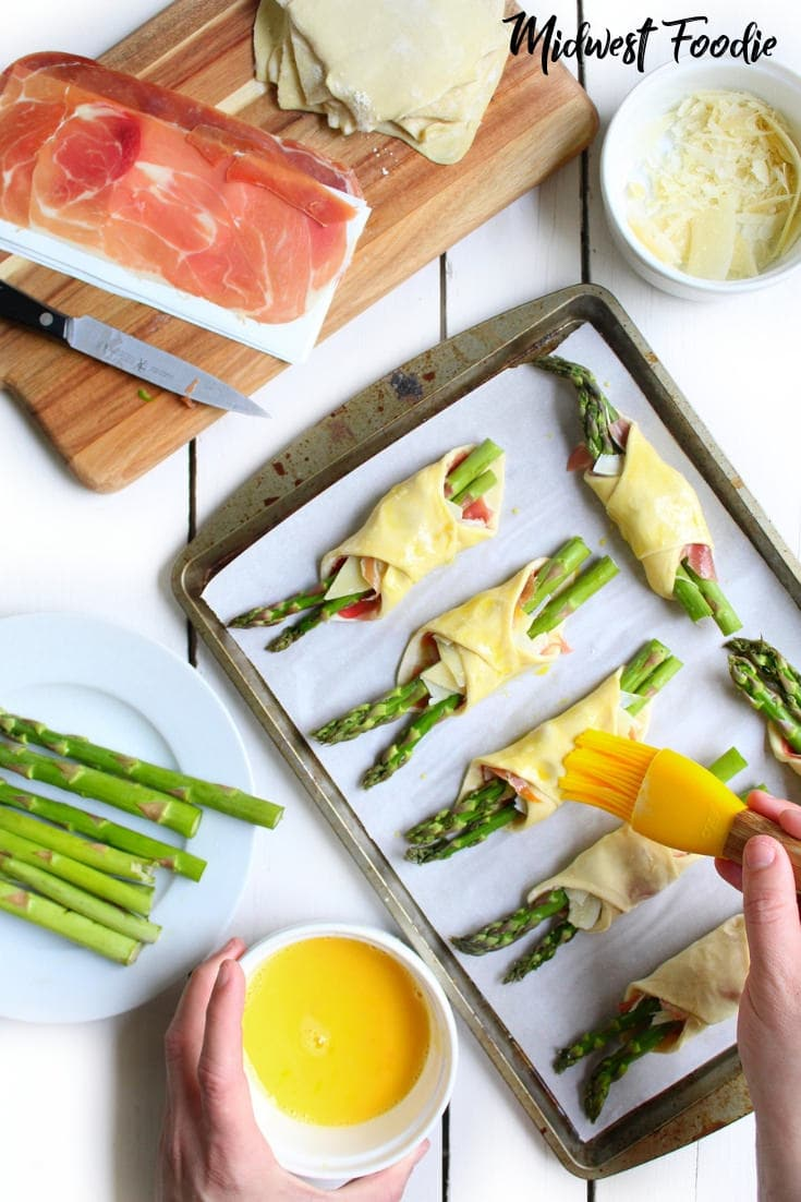 Parmesan, Proscuitto & Asparagus Bundles | Midwest Foodie #midwestfoodie #partyfood #easy #simple #recipe #summer #veggies #barbecue #sidedish #appetizer