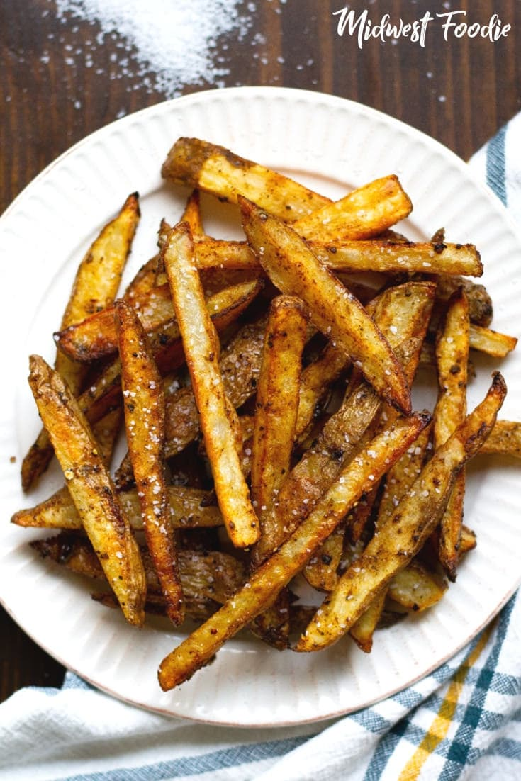 The Best Ever Crispy Baked Fries | Midwest Foodie |  The most perfect baked fries ever! No fryer necessary, yet they're still perfectly crisp on the outside and tender on the inside. #midwestfoodie #healthy #potatoes