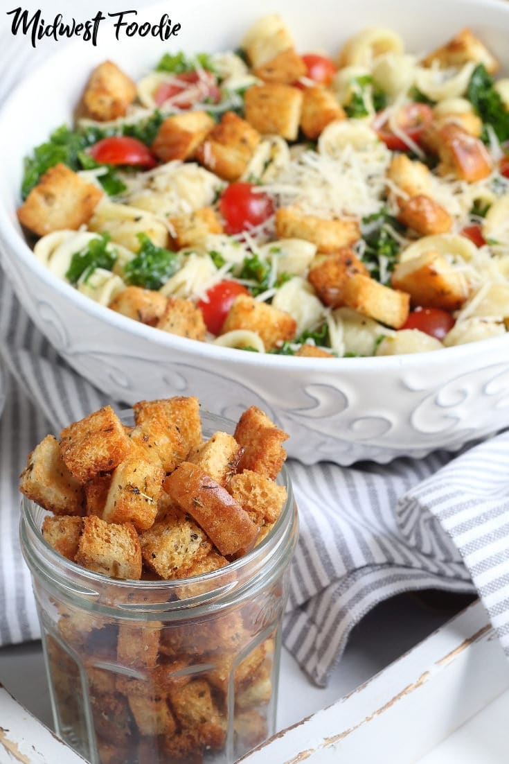 Homemade Caesar Croutons -- I love a good pasta salad for my weekly meal prep! And these homemade croutons are the perfect crunchy topping for almost every kind of salad you can imagine! #pasta #salad #mealprep #kale #caesar #familydinner #easy #simple #quick