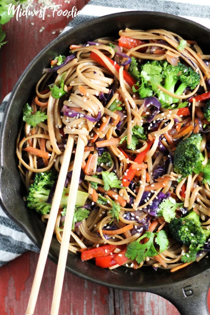 15 Minute Vegan Lo Mein | Midwest Foodie | Looking for a quick weeknight meal? Want a dinner filled with fresh veggies and tons of flavor? Yeah, me too. So here's healthy recipe your family will love! #midwestfoodie #healthy #dinner #familydinner #weeknightmeal #vegan #vegetarian #quick #simple #recipe #broccoli