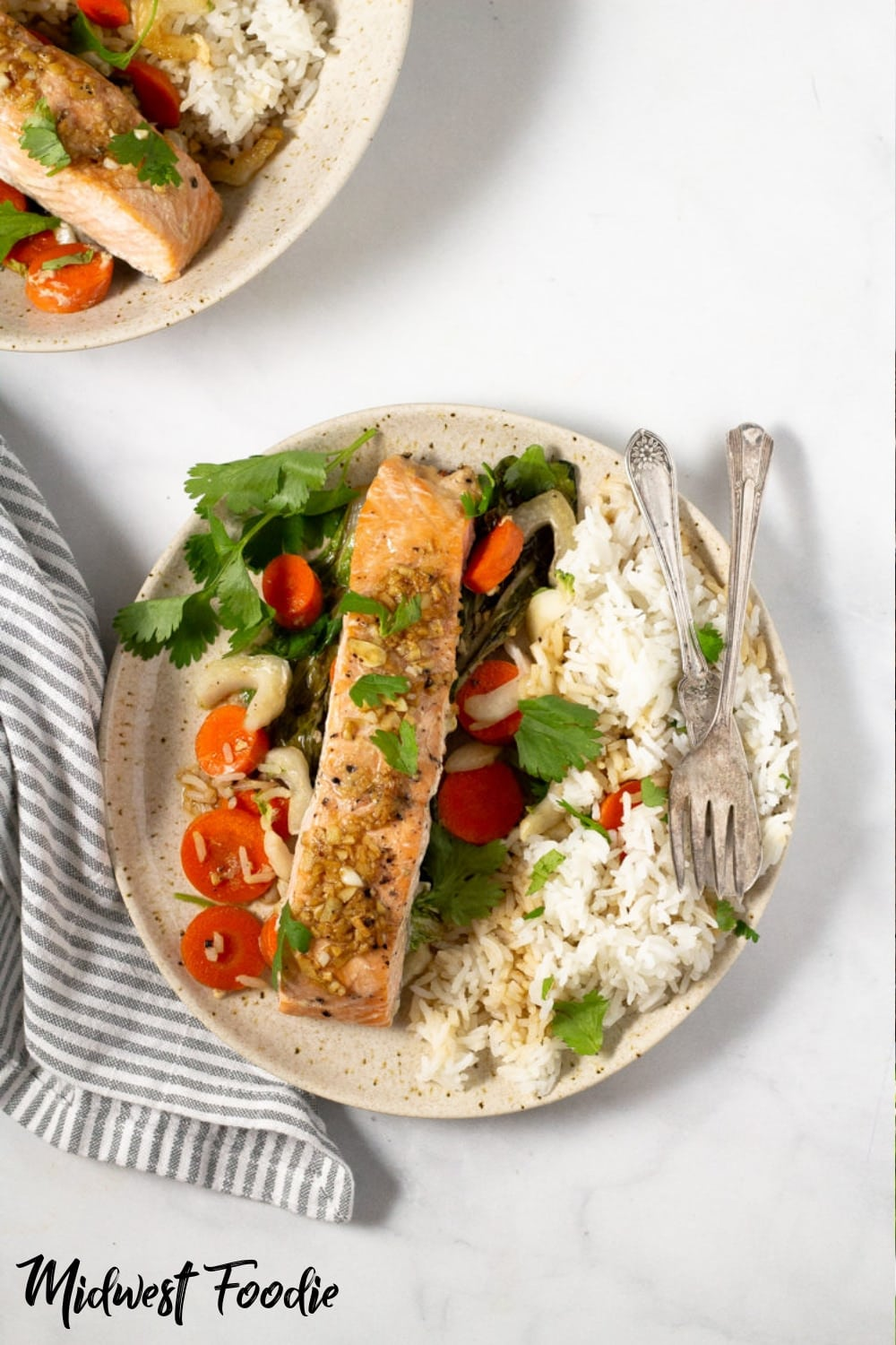Garlic & Ginger Baked Salmon | Midwest Foodie | Sealed parhcment packets ensure the fish cooks up moist and tender right along with your favorite veggies. And clean up is a breeze! #healthy #cleaneating #simple #easy #recipe #mealprep #fish #baked